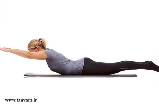 ۱۰ حرکت ساده برای تقویت عضلات کمر در خانه